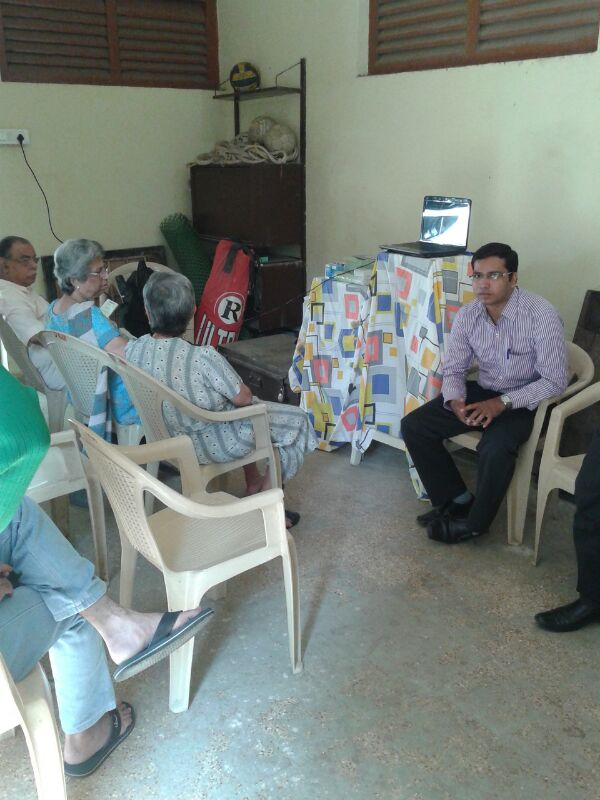 free-eye-check-up-camp-at-vile-parle-west-1
